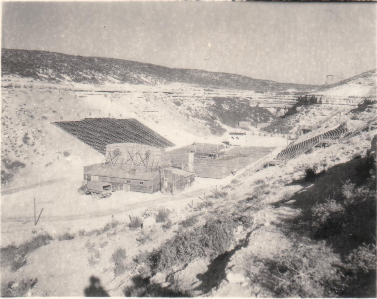 Camp US et de prisonniers (CCPWE 404) de Calas (13) - Page 16 Theater1