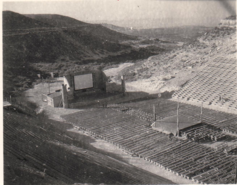 Camp US et de prisonniers (CCPWE 404) de Calas (13) - Page 16 Theater3